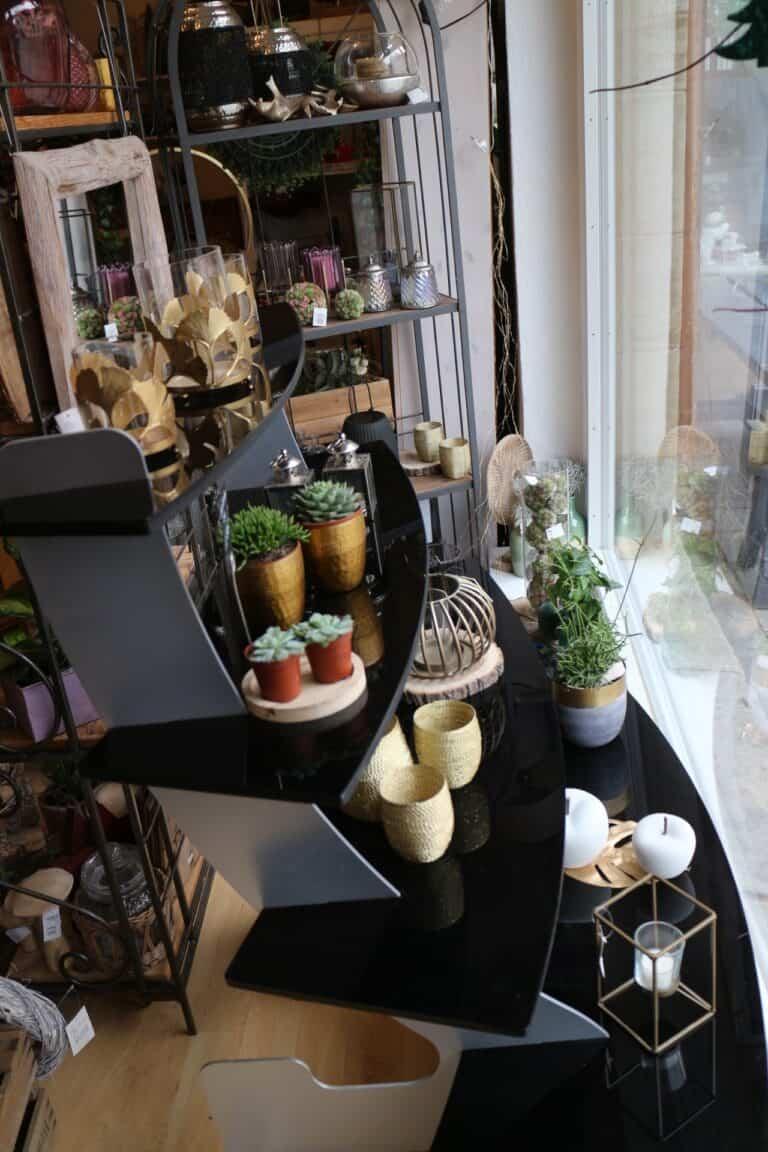 Warenpräsentation zur Wiedereröffnung der Läden
