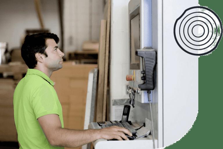 Display-Kompetenz durch Johannes Wasikowski, der CNC-Maschine bedient