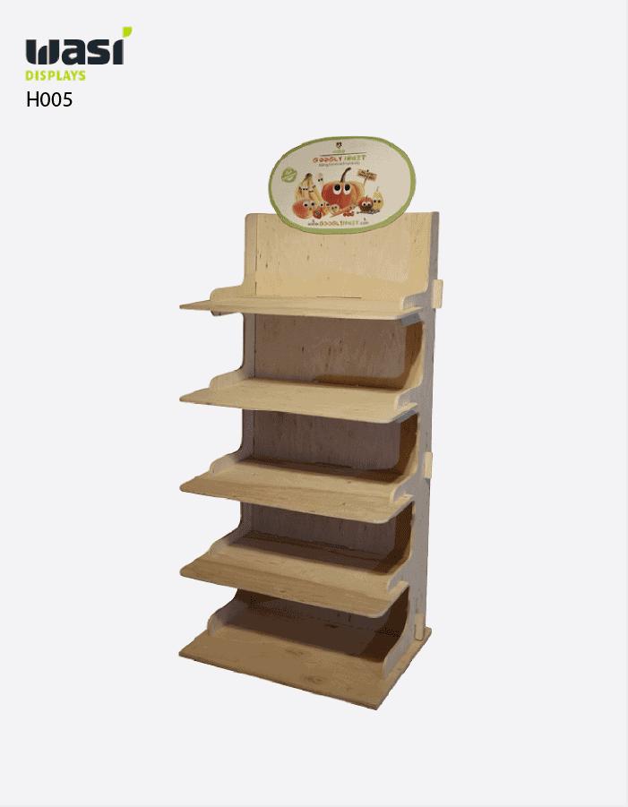 Holzdisplays Modell H005 mit formgefrästen Regalböden und logobedrucktem Topper