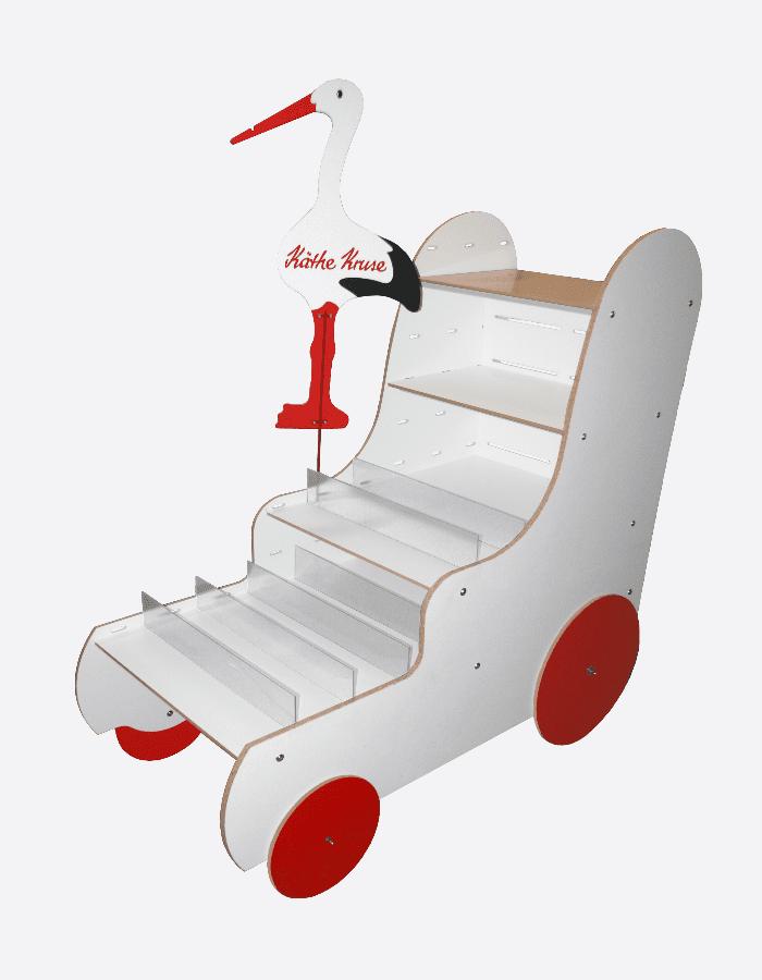 Schaufensterdeko Kinderwagen mit roten Rädern und aufgesetztem Storch